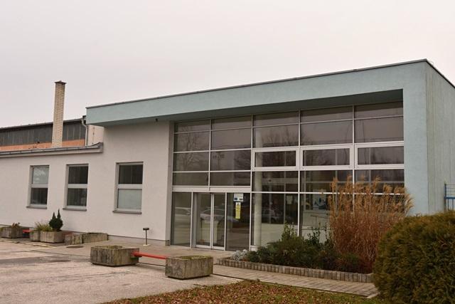 Na snímke budova spoločnosti Piešťanské letisko.a.s.,
