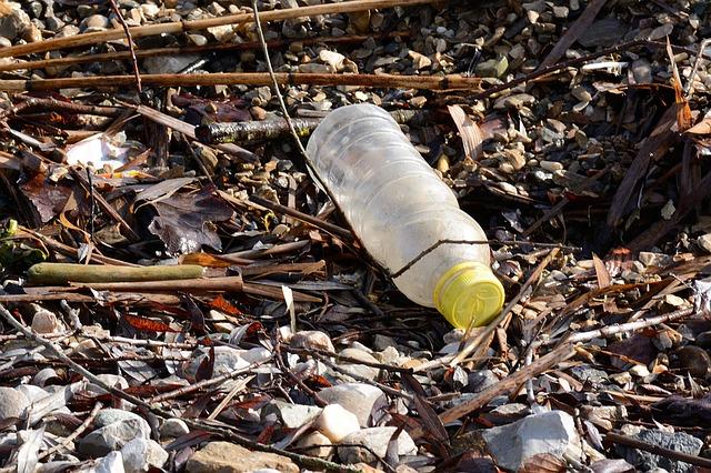 plastic-bottle-1184735_640