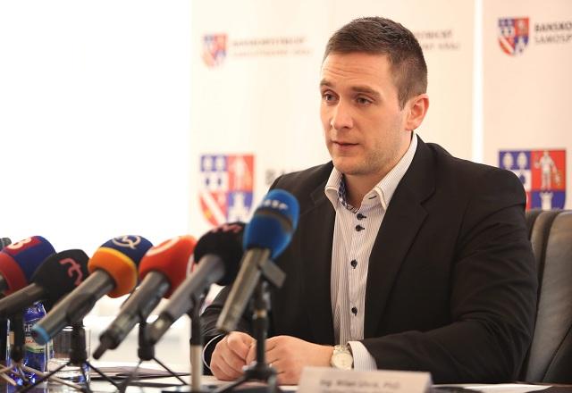 Na snímke podpredseda ĽSNS Milan Uhrík