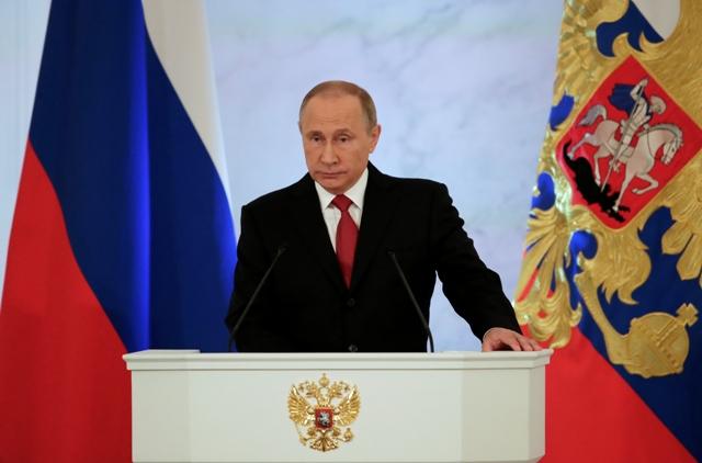 Ruský prezident Vladimir Putin počas výročného prejavu o stave krajiny pred poslancami oboch komôr Federálneho zhromaždenia 1. decembra 2016 v Moskve
