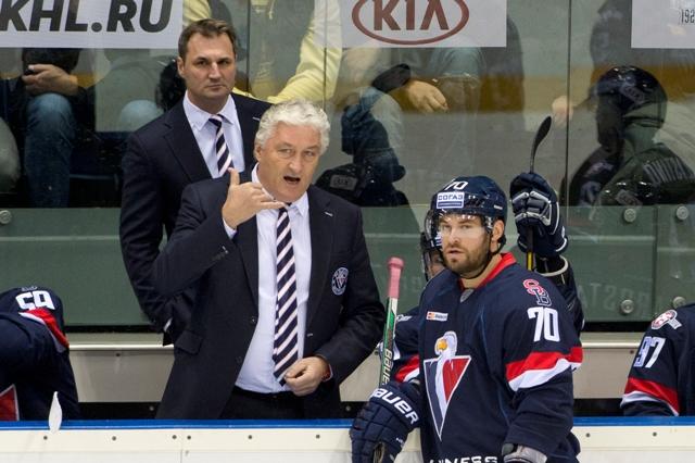 Na snímke sprava Radek Smoleňák, tréner tímu Miloš Říha