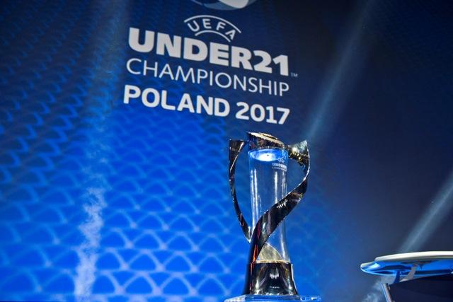 Na snímke trofej pre majstra Európy tejto vekovej kategórie pred žrebom  budúcoročného šampionátu v Krakove