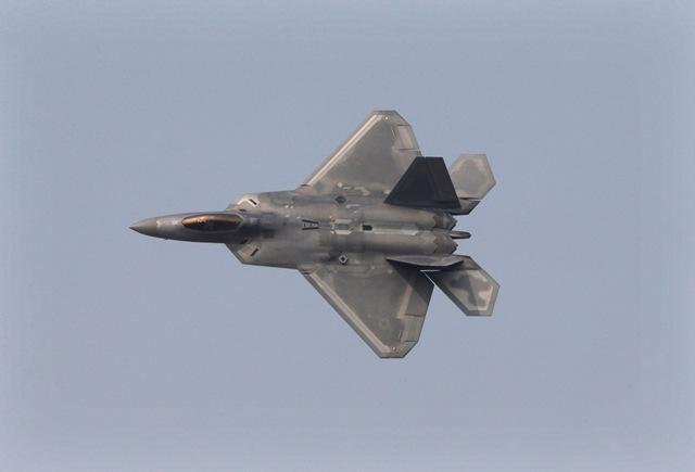 Na snímke stíhacie lietadlo F-22 Raptor amerického vojenského letectva