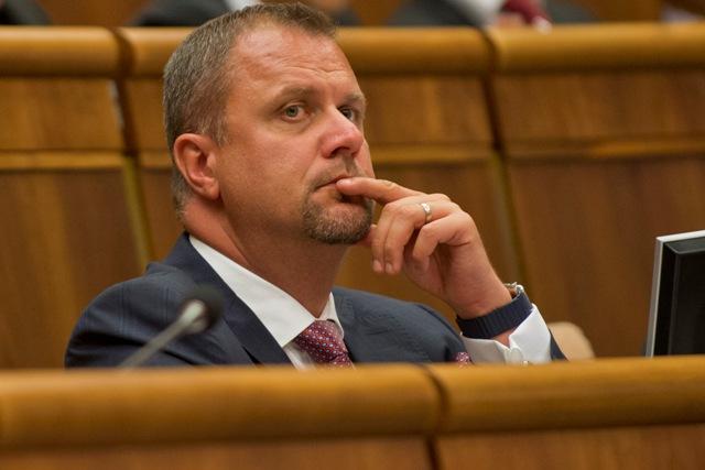 Na snímke podpredseda parlamentu Andrej Hrnčiar (Most-Híd)