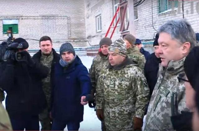 Ochranka ukrajinského prezidenta štyri hodiny držala novinárov v autobuse