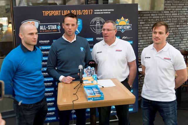 Na snímke zľava kapitán tímu Tipsport Ligy Tomáš Surový, riaditeľ Tipsport Ligy Richard Lintner, generálny manažér slovenskej hokejovej reprezentácie Róbert Švehla a kapitán slovenskej reprezentácie Vladimír Dravecký