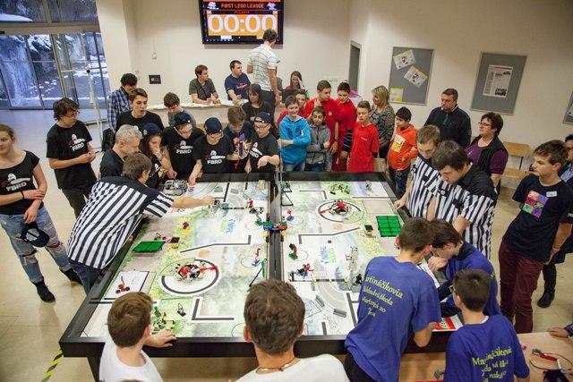 Najväčšia robotická súťaž First Lego League na Žilinskej univerzite