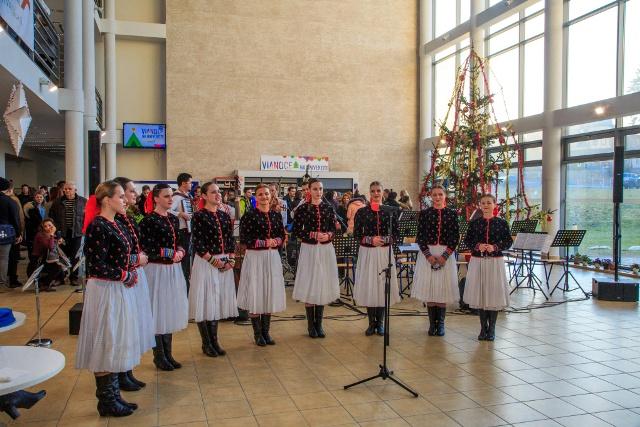Vystúpenie súboru Stavbár na Vianociach na Žilinskej univerzite