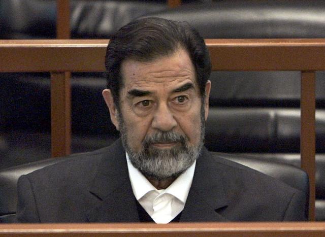 Na archívnej snímke zo 6. decembra 2006 bývalý iracký prezident Saddám Husajn