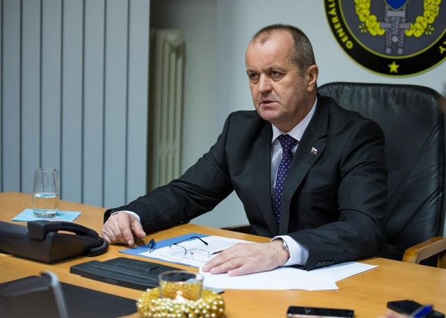 Minister obrany SR Peter Gajdoš cez skype zavolal slovenským vojakom, ktorí budú počas sviatkov pôsobiť v zahraničných operáciách a misiách. Na snímke minister obrany SR Peter Gajdoš