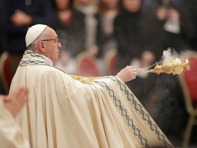Pápež František počas celebrovania ďakovnej pobožnosti na konci roka pri príležitosti príchodu Nového roka v Bazilike Sv. Petra vo Vatikáne