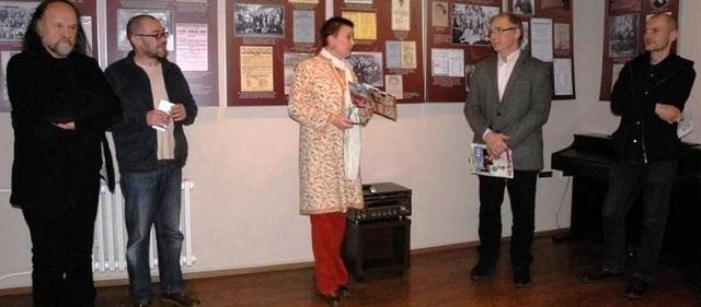 V Novom Sade otvorili výstavu 150 rokov divadla v Petrovci predstavili zbierku textov  Odtlačky minulosti