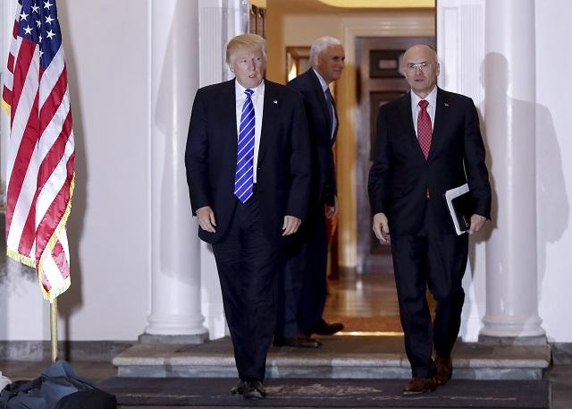 Na snímke vľavo Donald Trump a Andy Puzder