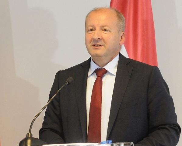 Maďarský minister obrany István Simicskó