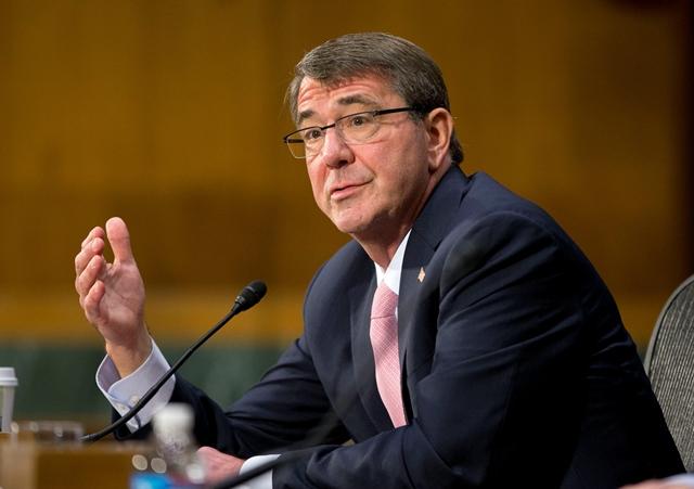 Na snímke americký minister obrany Ash Carter