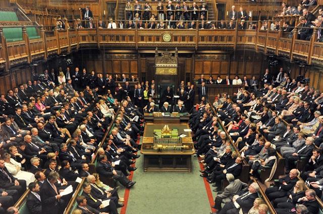 """Britskí poslanci rozhodli o """"odtajení"""" detailov plánov vlády v súvislosti s Brexitom a o termínoch začiatku rokovaní s Bruselom"""