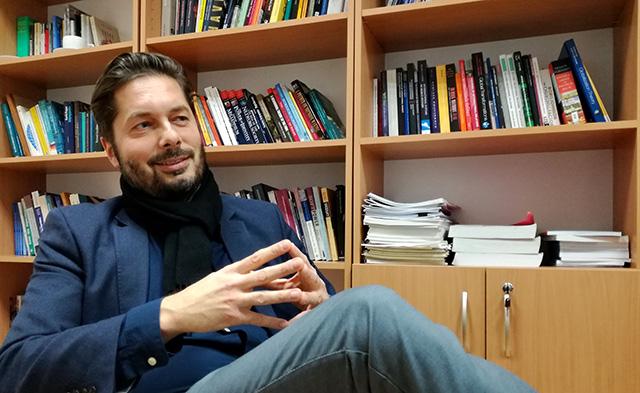 Na snímke Jozef Bátora, profesor na Katedre politológie Univerzity Komenského v Bratislave