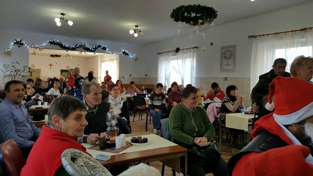 Nitrianski Noční vlci sa zúčastnili na Mikulášskom posedení v Zariadení sociálnych služieb v Klasove a priniesli darčeky pre detí
