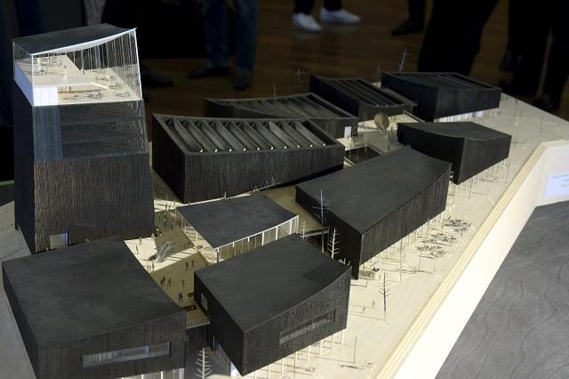 Mestské zastupiteľstvo vo fínskej metropole Helsinki dnes po vášnivej debate zamietlo plán na vybudovanie pobočky Guggenheimovho múzea, ktoré je jednou z najznámejších galérií moderného umenia na svete. Na snímke model múzea
