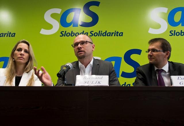 Na snímke zľava Jana Kiššová, predseda SaS Richard Sulík a Ľubomír Galko