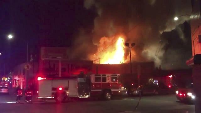 Pri požiari na koncerte v Kalifornii zahynulo najmenej 9 ľudí