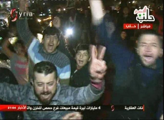 Video obrazu zachycuje oslavu obyvatel Aleppa.  Aleppo žije a těší se z vítězství nad islamisty