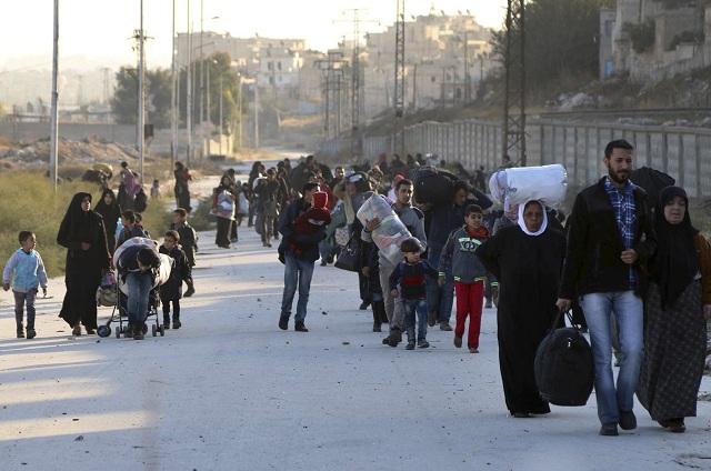 Obyvatelia Aleppa čakajú v neistom prímerí na evakuáciu