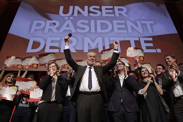 Nezávislý uchádzač Alexander Van der Bellen, bývalý predseda rakúskej strany Zelených