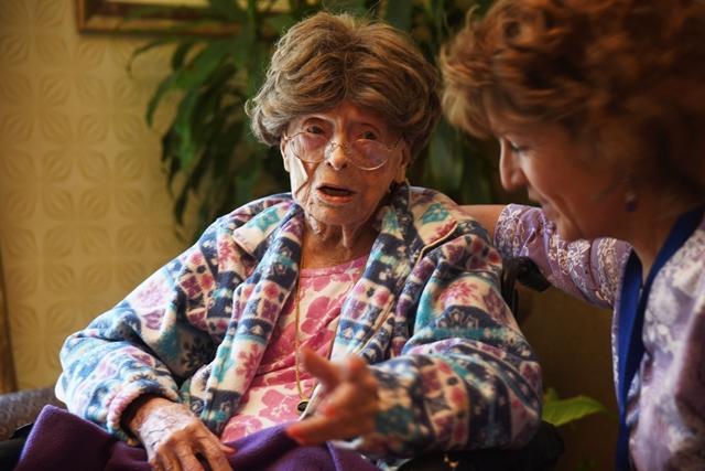 Na snímke je 113-ročná Američanka Adele Dunlapová