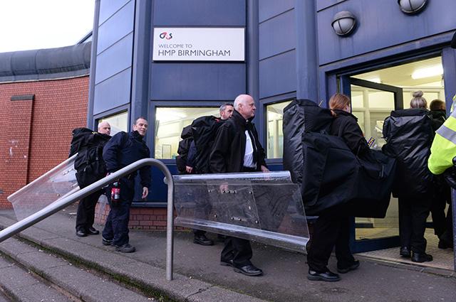 Británia väznica vzbura polícia zásah