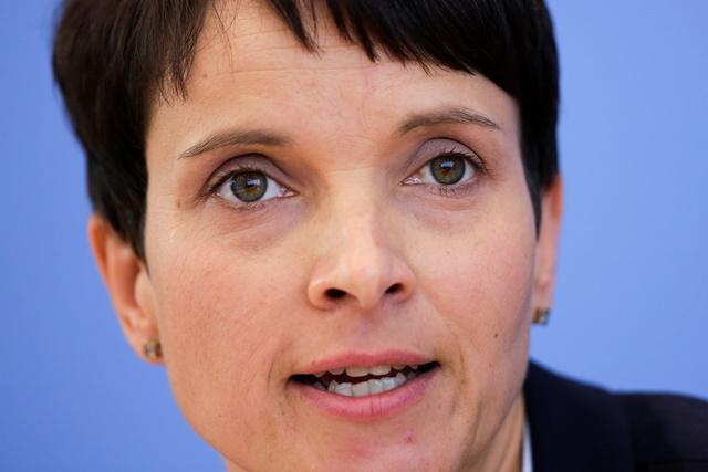 Na snímke líderka nemeckej euroskeptickej opozičnej strany Alternatíva pre Nemecko (AfD) Frauke Petryová