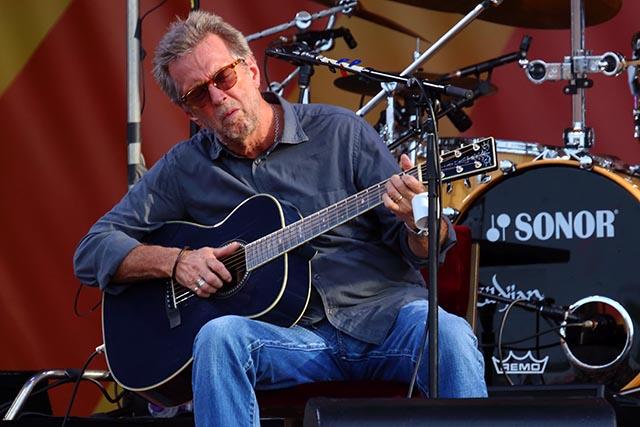 Na archívnej snímke z 27. apríla 2014 anglický rockový gitarista, spevák a skladateľ Eric Clapton