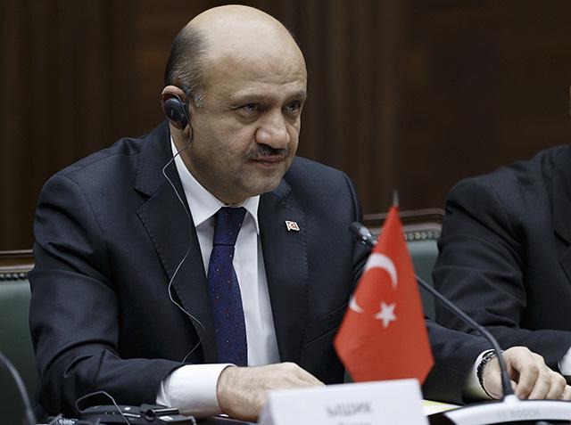 Turecký minister obrany Fikri Išik