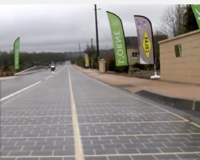 Cesta zo solárnych panelov pri francúzskej dedine Tourouvre-au-Perche, ako prvá cesta takéhoto druhu na svete