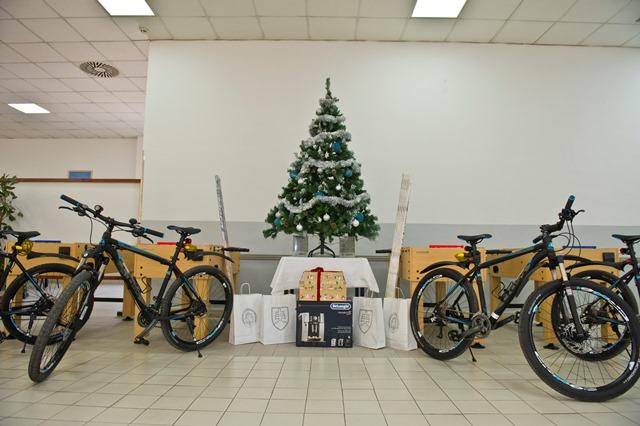 Na snímke vianočné darčeky pre vojakov
