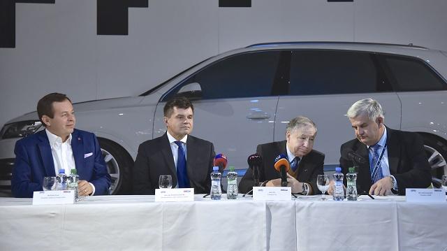 Na snímke zľava generálny riaditeľ Slovakia Ring Pavel Čulík, minister šškolstva, vedy, výskumu a ššportu SR Peter Plavčan, prezident Medzinárodnej automobilovej federácie (FIA) Jean Todt, prezident Slovenskej asociácie motoristického ššportu (SAMŠ) Duššan Kobliššek počas tlačovej konferencie 10. decembra 2016 v Bratislave