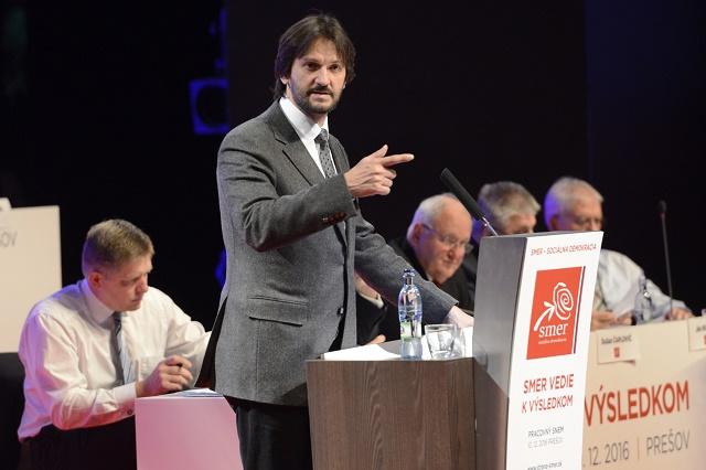 Na snímke podpredseda strany SMER-SD Robert Kaliňák počas prejavu na pracovnom sneme strany v Preššove 10. decembra 2016