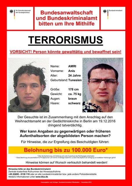 Na snímke plagát ponúkajúci odmenu za chytenie Tunisana Anisa Amriho, ktorého hľadá nemecká polícia v súvislosti s útokom
