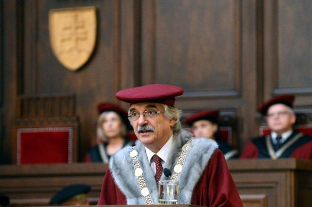 Na snímke rektor Univerzity Komenského Karol Mičieta