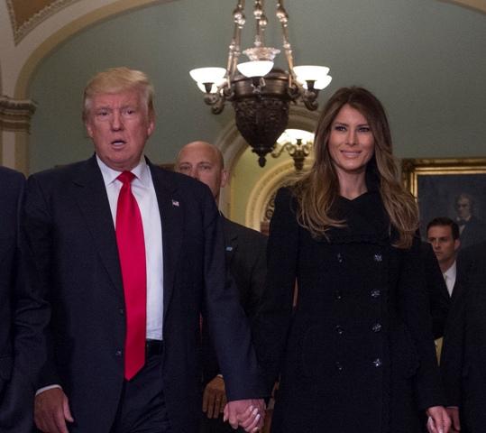 Novozvolený americký prezident Donald Trump s manželkou Melaniou