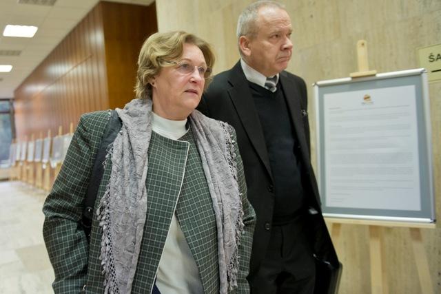 Na snímke verejná ochrankyňa práv Jana Dubovcová a Peter Kresák