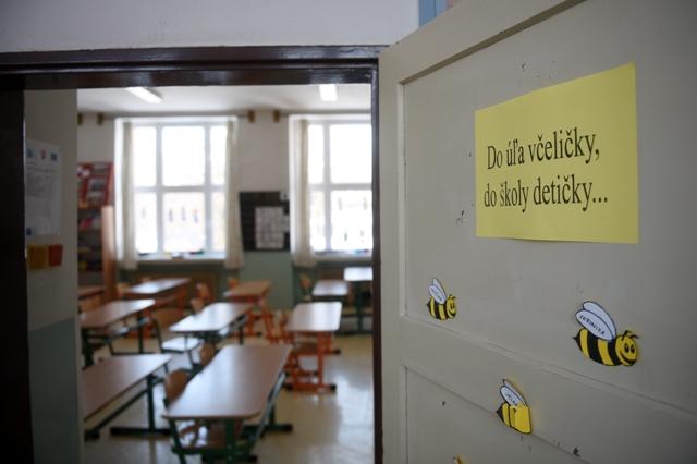Pohľad do prázdnej triedy na Základnej škole v Bošáci