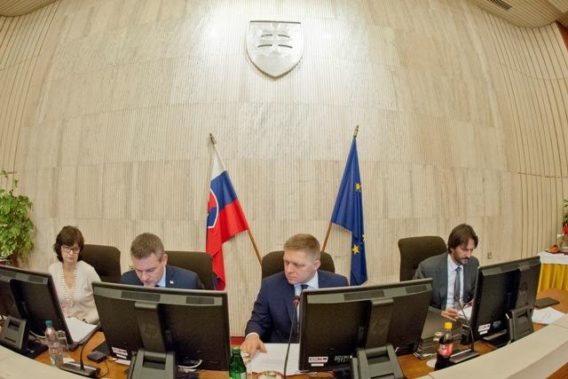 Na snímke zľava ministerka spravodlivosti SR Lucia Žitňanská, podpredseda vlády SR pre investície a informatizáciu Peter Pellegrini, predseda vlády SR Robert Fico a minister vnútra Robert Kaliňák