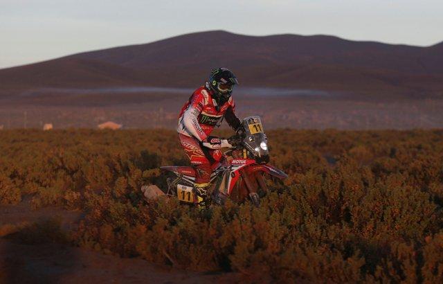 Španielsky motocyklista Joan Barreda Bort na Honde počas 8. etapy Rely Dakar v utorok 10. januára 2017