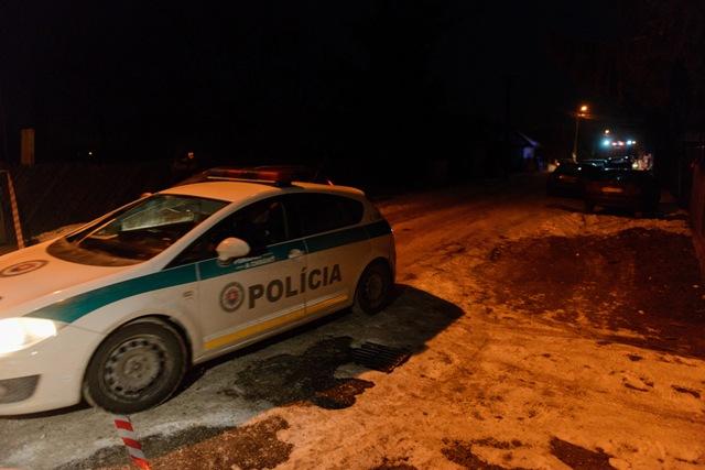 V nitrianskej mestskej časti Krškany boli 10. januára 2017 hasiči, policajti i pracovníci kontrolného chemického laboratória.