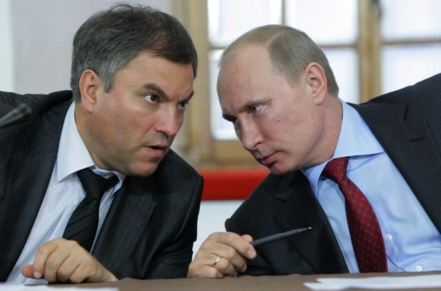Na snímke vľavo Vjačeslav Volodin a ruský prezident Vladimir Putin