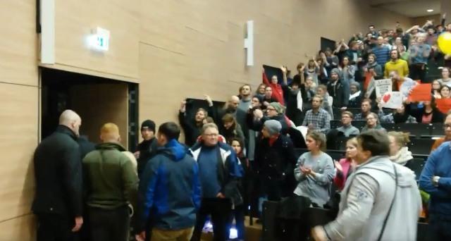 Demonštranti zabránili na univerzite v Magdeburgu prejavu jedného z predstaviteľov strany AfD