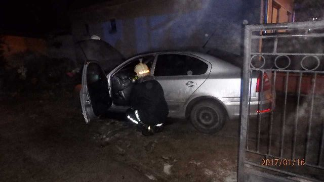 Požiar dvoch osobných áut vo Veľkom Mederi
