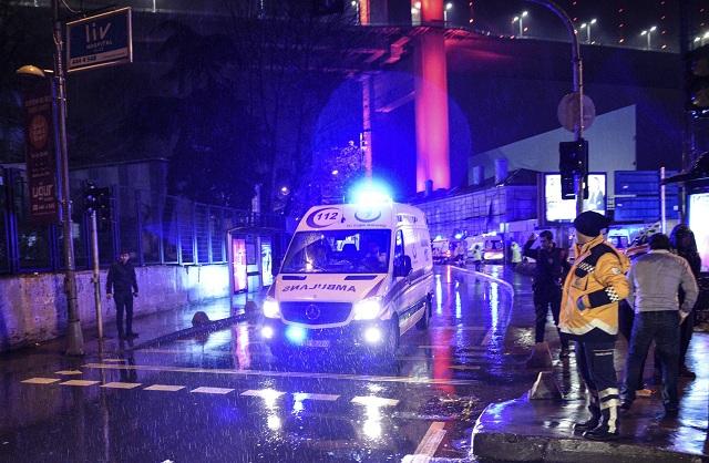 V klube v Istanbule strieľal ozbrojený útočník preoblečený za Santu Clausa. Hlásia najmenej 35 mŕtvych
