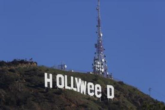 """Polícia zatkla muža, ktorý zmenil nápis Hollywood na """"Hollyweed"""""""